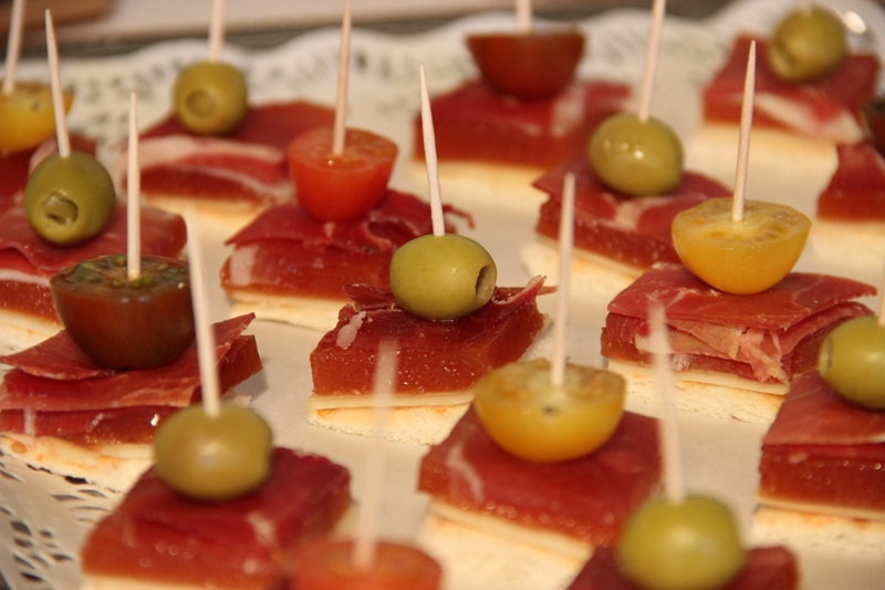 12 montaditos f ciles con membrillo valliser for Canape de jamon y queso