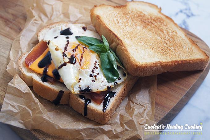 Sándwich con queso, huevo y membrillo Valliser