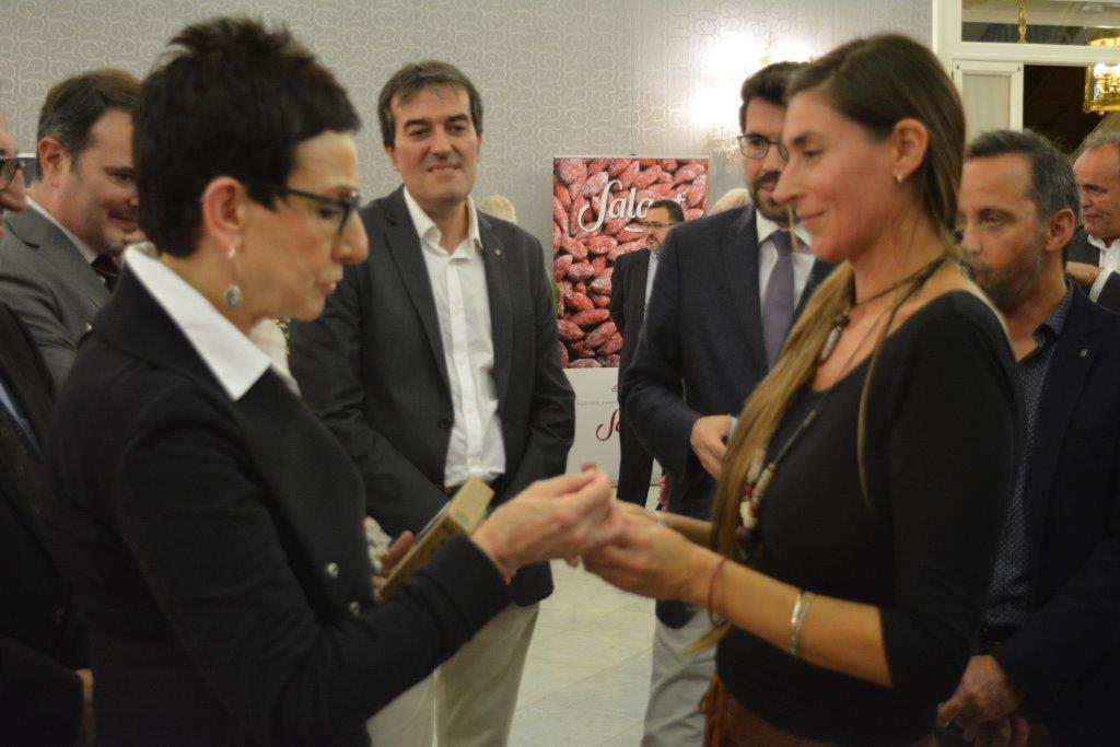Isabel, propietaria de Valliser, con la chef Carme Ruscalleda