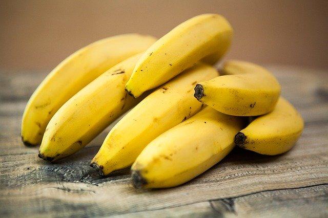 Plátano rico en hidratos de carbono y fibra